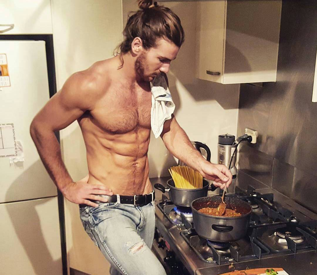 Guy Cleaning Kitchen: Hot Hunks Strip Down For Cleaning The House & Cooking. Hot Pics Inside. Enjoy!
